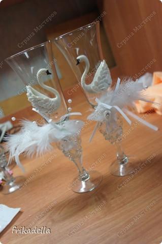Декор предметов, Мастер-класс Лепка: Свадебные бокалы с пылу жару + МК по изготовлению лебедей Краска, Перо, Пластика, Стекло Свадьба. Фото 41