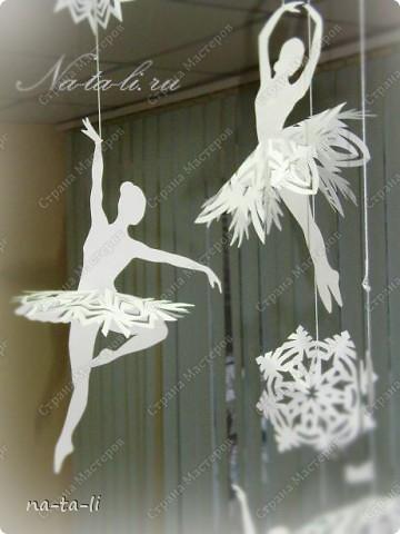 Интерьер, Поделка, изделие Вырезание силуэтное: Снежинки-балеринки Бумага Новый год. Фото 3