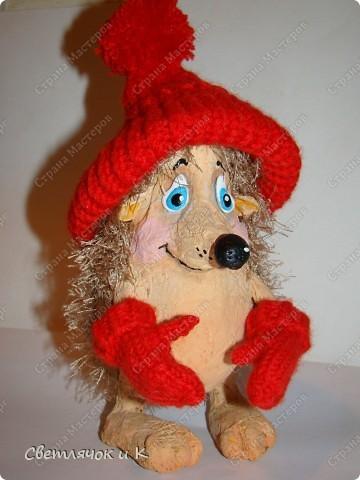 Игрушка Вязание крючком, Папье-маше: Жил-был ёжик Бумага, Клей, Краска, Пластика, Пряжа Новый год. Фото 2