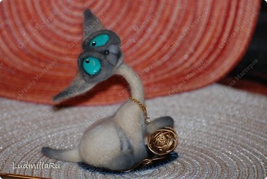 """Игрушка Валяние (фильцевание): MK """"Милые котики"""" мои Голубоглазка и Рыжик Шерсть Дебют. Фото 18"""