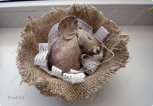 Мастер-класс Шитьё: Спит мышонок сладко-сладко Краска, Кружево, Мешковина. Фото 1