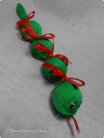 Мастер-класс, Свит-дизайн Бумагопластика: Змейка - презент за 15 минут................. Бумага гофрированная Новый год. Фото 17
