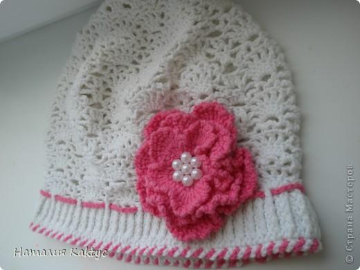 и шапочки крючком для девочек на осень