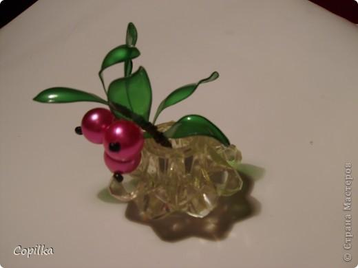 Пробовала разные техники изготовления Бонсай из пластика.Эта веточка-из отдельных листиков,ствол обмотан капроновыми колготками.. Фото 11