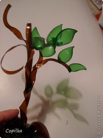 Пробовала разные техники изготовления Бонсай из пластика.Эта веточка-из отдельных листиков,ствол обмотан капроновыми колготками.. Фото 18
