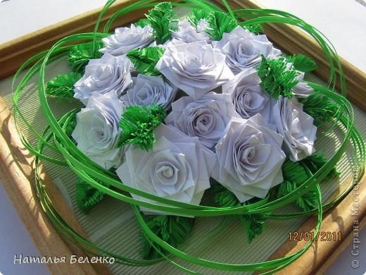 Картина, панно Квиллинг: Белые розы и еловые веточки + МК еловой веточки Бумага. Фото 1