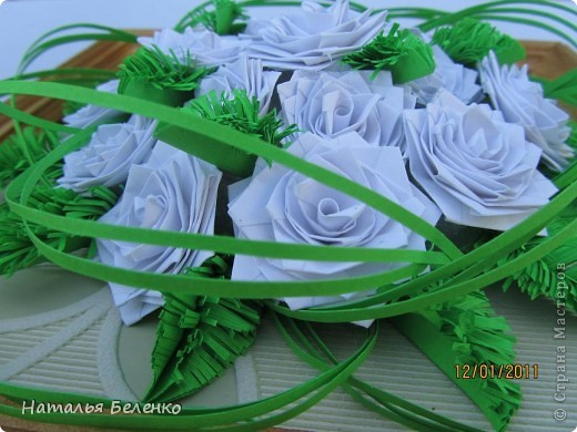 Картина, панно Квиллинг: Белые розы и еловые веточки + МК еловой веточки Бумага. Фото 2
