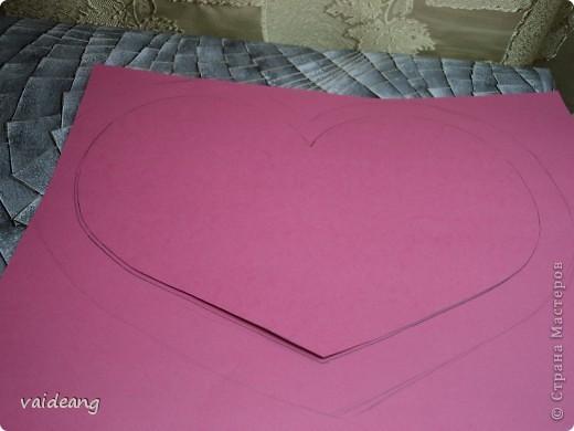 Вот пришла идея сделать из роз валентинку.МК на розы я уже выкладывала.Вам понадобиться:бумага А4-15-18 листов ,узкая тесьма  или лента 45 см,нитка   в два сложения ,картон плотный,клей  и нож канцелярский.. Фото 3