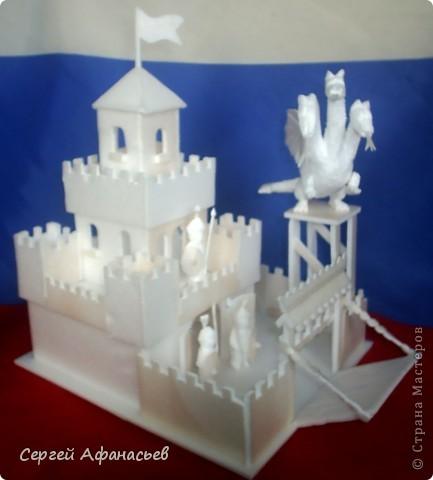 Поделка, изделие Вырезание: замок змея горыныча Пенопласт Отдых. Фото 1