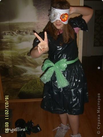 Гардероб Шитьё: Платье из пакетов для мусора Материал бросовый.  Фото 3.