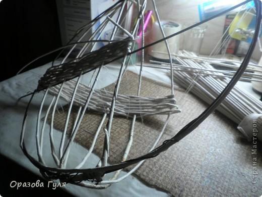 Поделка, изделие Декупаж, Плетение: Корзина на стену из газетных трубочек. Бумага газетная, Салфетки, Ткань. Фото 5
