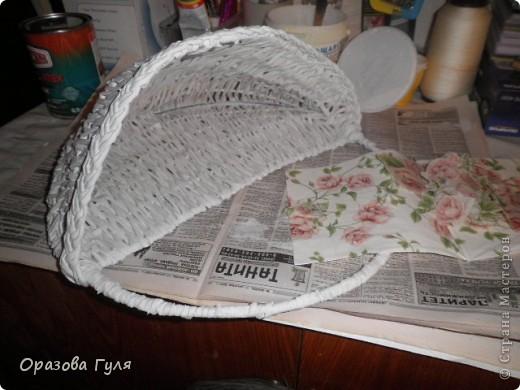 Поделка, изделие Декупаж, Плетение: Корзина на стену из газетных трубочек. Бумага газетная, Салфетки, Ткань. Фото 8