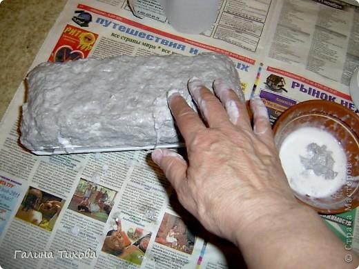Вот такую шкатулку для бисера можно сделать, имея под рукой пенопластовый контейнер из-под яиц, туалетную бумагу, клей ПВА, фигурные макароны и горох.. Фото 6