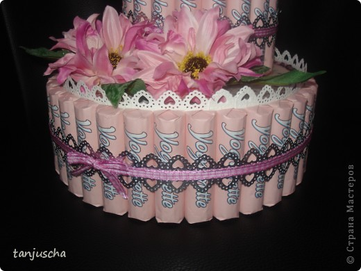 Свит-дизайн: Тортик из конфет  Бумага, Ленты, Пайетки День матери, День рождения. Фото 3