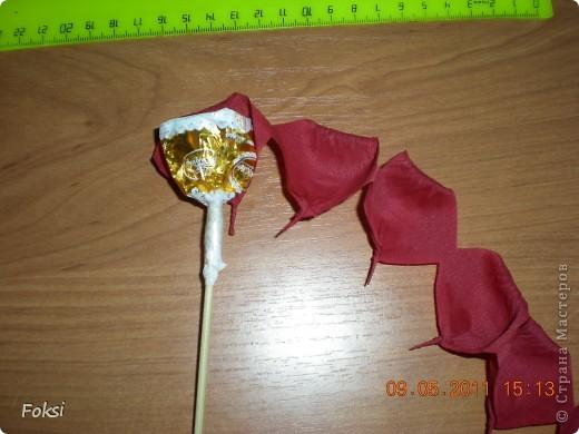 Мастер-класс, Свит-дизайн,  Бумагопластика, : Скромненький сладкий букет для хорошего человека.мини мк роз из гофробумаги Бумага гофрированная День рождения, . Фото 9