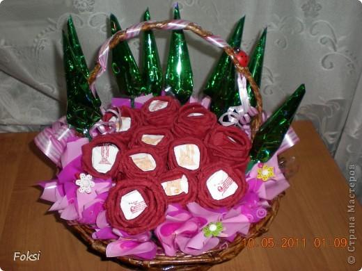 Мастер-класс, Свит-дизайн,  Бумагопластика, : Скромненький сладкий букет для хорошего человека.мини мк роз из гофробумаги Бумага гофрированная День рождения, . Фото 1