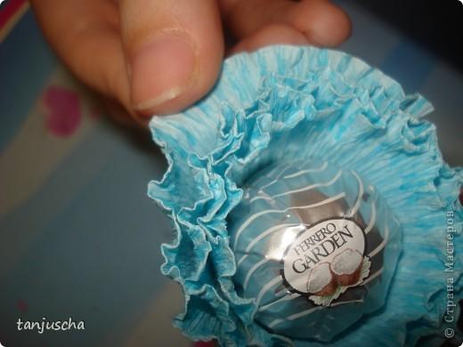 Мастер-класс, Свит-дизайн Бумагопластика: Сладкая корзинка с вкусными конфетками Бумага гофрированная, Бусинки, Ленты 8 марта, День рождения, День семьи, День учителя. Фото 10