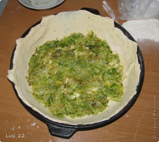 Этот пирожок я приготовила рано утром. Нужно было использовать оставшееся тесто с пиццы.. Фото 6