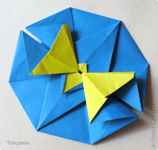 Материалы и инструменты Оригами: Рекомендую: двухцветная бумага Бумага. Фото 4