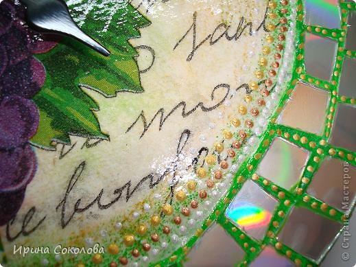 Декор предметов, Поделка, изделие Декупаж, Мозаика: Часы с мозаикой из CD-дисков Диски виниловые, Диски компьютерные, Клей, Краска, Салфетки 8 марта, День матери, День рождения, День семьи. Фото 8