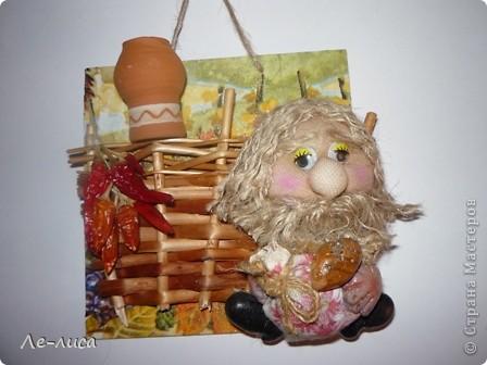 Мастер-класс Коллаж: Домовой у плетня или утилизация цветочной корзины. Мини-МК.. Фото 8