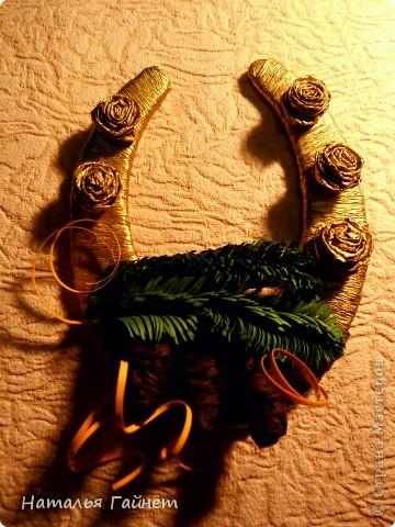 Мастер-класс, Поделка, изделие Бумагопластика, Квиллинг: Подковы-магнитики из подложек и креповой бумаги. Бумага гофрированная, Бумажные полосы, Клей, Материал бросовый, Пенопласт Новый год, Рождество. Фото 25