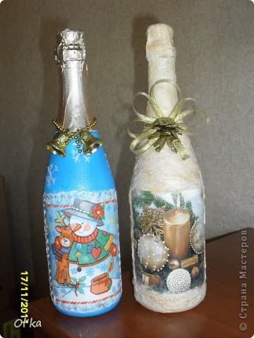 Декор предметов, Мастер-класс Декупаж: МК новогодних бутылочек (по просьбам) Бутылки стеклянные, Краска, Ленты, Материал природный, Салфетки, Шишки Новый год. Фото 1