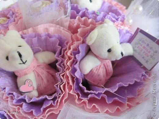 Решила я подарить дочке не день рождения букет медвежат. Ну, думаю, поброжу по СМ и найду МК...бродила, бродила...нет ни одного мишкобукета??!! Надо исправлять ситуацию! ::)  Подглядела я как тут делают конфетные букеты и ... вот результат! фото 6