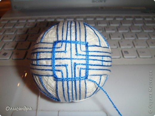 """Вы любите вышивать, но нет времени на """"масштабные работы""""?  Тогда рекомендую  темари...  Маленький """"экскурс"""" в историю...:)),  Шары темари — народный промысел, который возник в Китае. Первоначально шары делались матерями и бабушками для детей из обрезков старых кимоно. Ткань ужималась, обматывалась нитками и расшивалась декоративными узорами. В VIII веке Япония импортировала мячи из Китая. . Фото 17"""