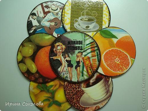 Декор предметов, Мастер-класс Декупаж: Подставки под чашки из CD- дисков Диски компьютерные, Картон, Клей, Краска, Салфетки 23 февраля, 8 марта. Фото 1