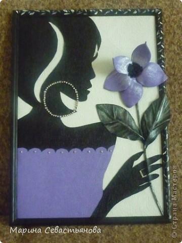Девушка с цветами из кожи