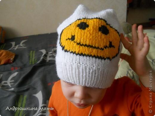 описание вязания шапки спицами