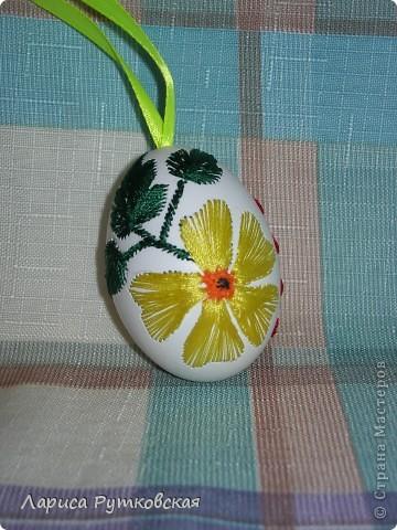 Поделка, изделие Вышивка: Вышивка на яичной скорлупе гладью Нитки Пасха. Фото 1