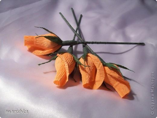 Бутоны розы из гофрированной бумаги своими руками с конфетами 855