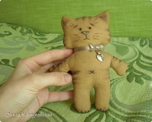 Игрушка, Мастер-класс Шитьё: А у нас теперь кошки живут! Ткань 8 марта, Валентинов день, День рождения. Фото 14