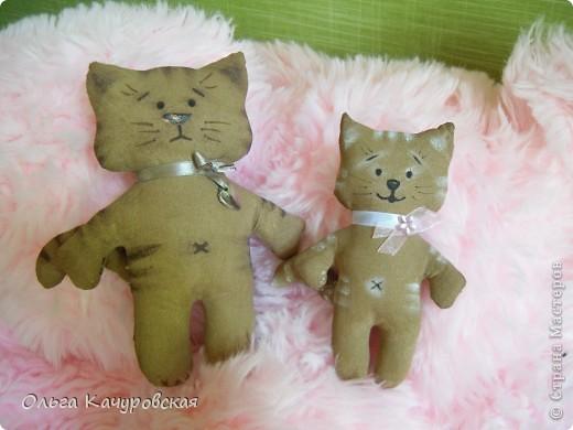 Игрушка, Мастер-класс Шитьё: А у нас теперь кошки живут! Ткань 8 марта, Валентинов день, День рождения. Фото 16