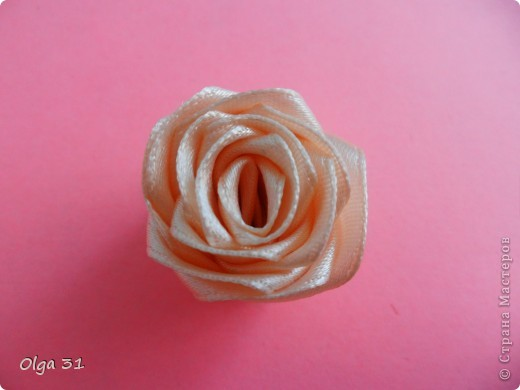 Мастер-класс Цумами Канзаши: Мини МК изготовления розы маленькой Ленты, Нитки Выпускной, День рождения, Свадьба. Фото 7