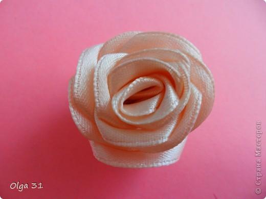 Мастер-класс Цумами Канзаши: Мини МК изготовления розы маленькой Ленты, Нитки Выпускной, День рождения, Свадьба. Фото 8