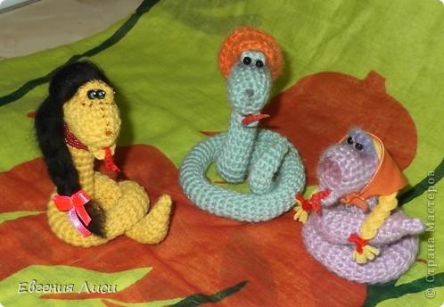 Игрушка, Мастер-класс Вязание крючком: Готовь сани летом - 2. Описание змеек. Пряжа Новый год. Фото 18