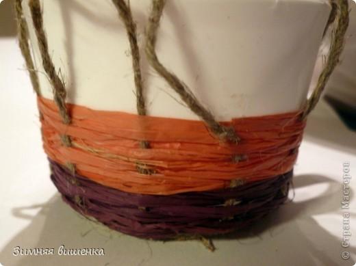 Декор предметов, Мастер-класс Плетение: Пластмассовую кружку превращаем ... в кашпо))). Фото 11