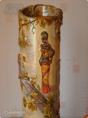 Приветствую жителей Страны Мастеров! Хочу показать вам мою поделку.  Делалась ваза долго, с большими перерывами. Высота сего сооружения 70 см. и диаметр 12см.  Материал использовала бросовый - это кусок от шпульки для линолиума, а так же  смесь гипса и безусадочной шпаклёвки,  холодный фарфор, салфетка всем известная и многими просто любимая, кракелюр на ПВА,  кракелюрная пара 753-754 для мелкого кракелюра, пара739-740 для крупного, пигмент золотой для затирки,  акриловые краски различных цветов, лак акриловый, на финиш лак паркетный.  Первые четыре фотографии, это вид со всех сторон. . Фото 5