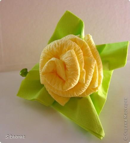 Вчера в честь дня знаний  научила маму делать розу из салфеток!) Автора не знаю) Нашла идею в интернете). Фото 10