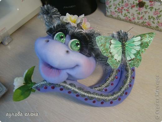 Мастер-класс Шитьё: Змейка, делаем мордочку  Капрон, Проволока Новый год. Фото 43