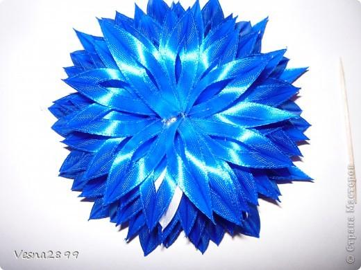 Мастер-класс Цумами Канзаши: МК цветочка из узкой ленты Ленты. Фото 10