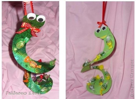 Мастер-класс, Свит-дизайн: Два варианта одной змейки Картон, Ленты, Продукты пищевые Новый год. Фото 1