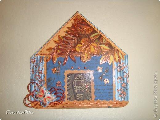 """МК по закладкам   <a href=""""http://scraphouse.ru/masterclass/flowers-and-decorations/beautiful-bookmarks-for-book.html"""" title=""""http://scraphouse.ru/masterclass/flowers-and-decorations/beautiful-bookmarks-for-book.html"""">http://scraphouse.ru/masterclass/flowers-and-decorations/beautiful-bookm...</a> Внизу еще несколько полезных ссылок... ************************************************************************************************************** Тема бабочек, которую я начала в открытках, неисчерпаема... <a href=""""http://stranamasterov.ru/node/401329"""" title=""""http://stranamasterov.ru/node/401329"""">http://stranamasterov.ru/node/401329</a> <a href=""""http://stranamasterov.ru/node/404588"""" title=""""http://stranamasterov.ru/node/404588"""">http://stranamasterov.ru/node/404588</a> <a href=""""http://stranamasterov.ru/node/428247"""" title=""""http://stranamasterov.ru/node/428247"""">http://stranamasterov.ru/node/428247</a>  Поэтому решила продолжить """"эксплуатацию этих красивых насекомых"""" и в закладочках тоже... Несмотря на то, что мое скрап-увлечение постепенно """"обрастает"""" необходимыми материалами и инструментами, продолжаю экспериментировать также и  с бросовыми материалами и подручными инструментами... . Фото 7"""