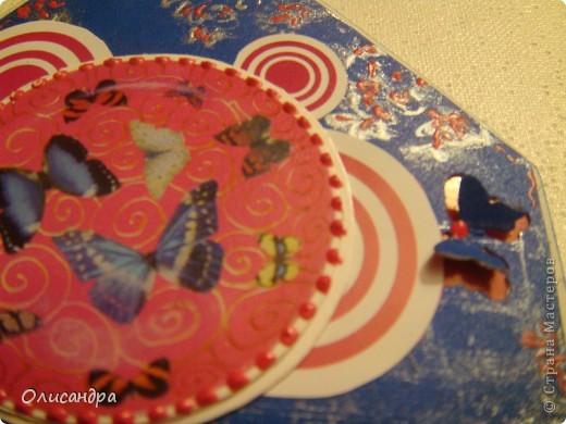 """МК по закладкам   <a href=""""http://scraphouse.ru/masterclass/flowers-and-decorations/beautiful-bookmarks-for-book.html"""" title=""""http://scraphouse.ru/masterclass/flowers-and-decorations/beautiful-bookmarks-for-book.html"""">http://scraphouse.ru/masterclass/flowers-and-decorations/beautiful-bookm...</a> Внизу еще несколько полезных ссылок... ************************************************************************************************************** Тема бабочек, которую я начала в открытках, неисчерпаема... <a href=""""http://stranamasterov.ru/node/401329"""" title=""""http://stranamasterov.ru/node/401329"""">http://stranamasterov.ru/node/401329</a> <a href=""""http://stranamasterov.ru/node/404588"""" title=""""http://stranamasterov.ru/node/404588"""">http://stranamasterov.ru/node/404588</a> <a href=""""http://stranamasterov.ru/node/428247"""" title=""""http://stranamasterov.ru/node/428247"""">http://stranamasterov.ru/node/428247</a>  Поэтому решила продолжить """"эксплуатацию этих красивых насекомых"""" и в закладочках тоже... Несмотря на то, что мое скрап-увлечение постепенно """"обрастает"""" необходимыми материалами и инструментами, продолжаю экспериментировать также и  с бросовыми материалами и подручными инструментами... . Фото 16"""