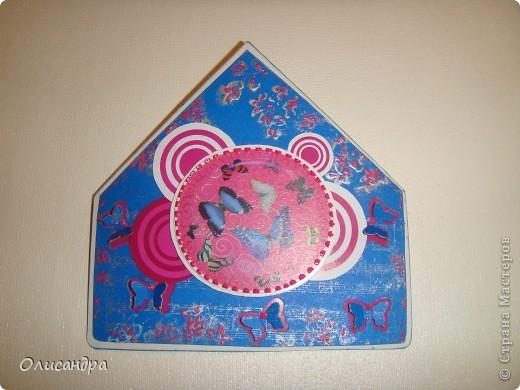 """МК по закладкам   <a href=""""http://scraphouse.ru/masterclass/flowers-and-decorations/beautiful-bookmarks-for-book.html"""" title=""""http://scraphouse.ru/masterclass/flowers-and-decorations/beautiful-bookmarks-for-book.html"""">http://scraphouse.ru/masterclass/flowers-and-decorations/beautiful-bookm...</a> Внизу еще несколько полезных ссылок... ************************************************************************************************************** Тема бабочек, которую я начала в открытках, неисчерпаема... <a href=""""http://stranamasterov.ru/node/401329"""" title=""""http://stranamasterov.ru/node/401329"""">http://stranamasterov.ru/node/401329</a> <a href=""""http://stranamasterov.ru/node/404588"""" title=""""http://stranamasterov.ru/node/404588"""">http://stranamasterov.ru/node/404588</a> <a href=""""http://stranamasterov.ru/node/428247"""" title=""""http://stranamasterov.ru/node/428247"""">http://stranamasterov.ru/node/428247</a>  Поэтому решила продолжить """"эксплуатацию этих красивых насекомых"""" и в закладочках тоже... Несмотря на то, что мое скрап-увлечение постепенно """"обрастает"""" необходимыми материалами и инструментами, продолжаю экспериментировать также и  с бросовыми материалами и подручными инструментами... . Фото 17"""
