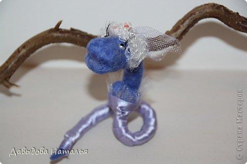 Мастер-класс Валяние (фильцевание): Змейка модница! (Змеиный сюрприз) Клей, Ленты, Пластика, Проволока, Шерсть Новый год. Фото 11