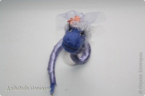 Мастер-класс Валяние (фильцевание): Змейка модница! (Змеиный сюрприз) Клей, Ленты, Пластика, Проволока, Шерсть Новый год. Фото 12